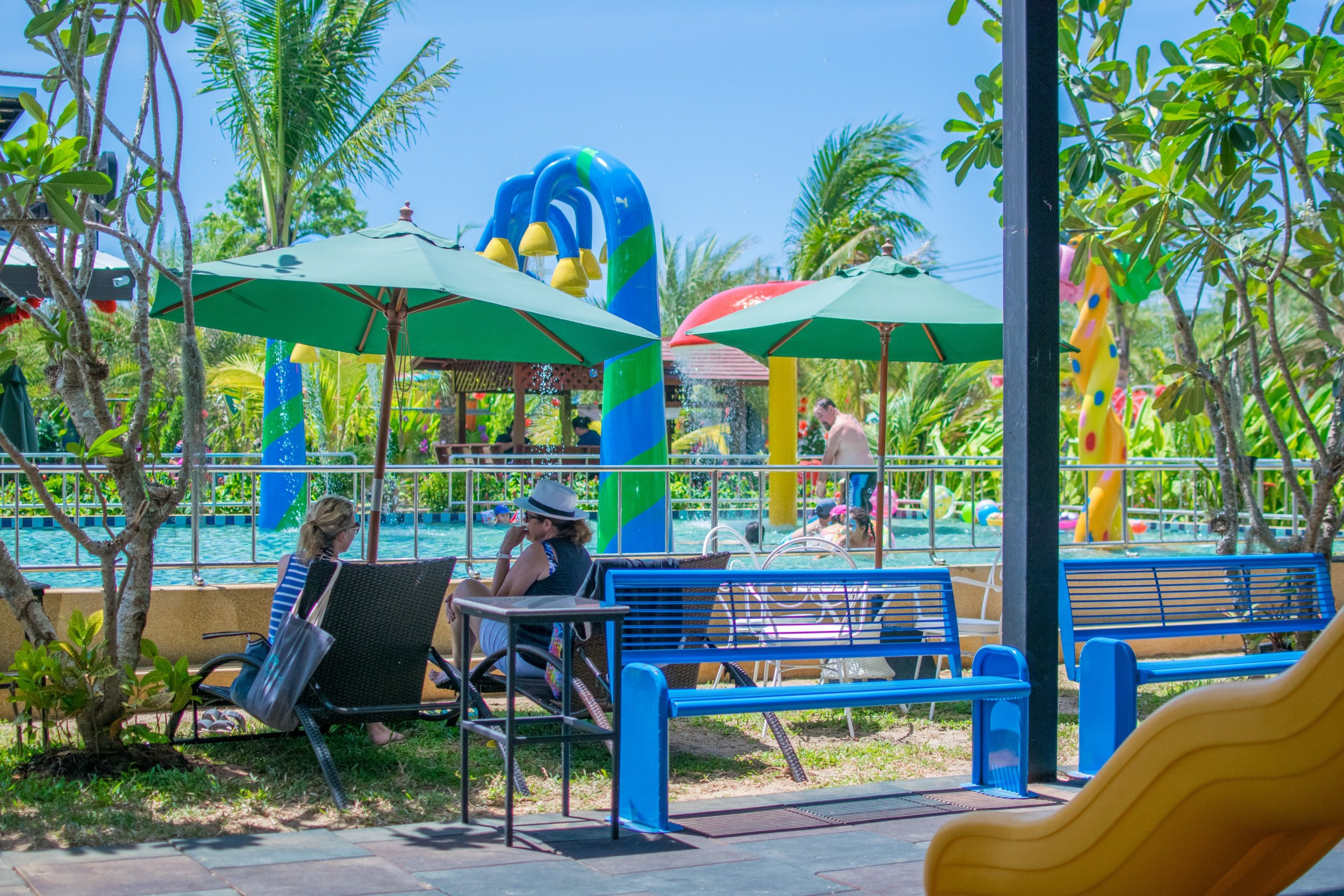 Places for parents, Love Rawai Cafe